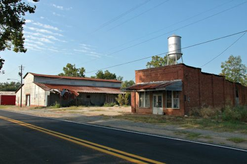 sycamore-ga-storefront-water-tower-photograph-copyright-brian-brown-vanishing-south-georgia-usa-2011