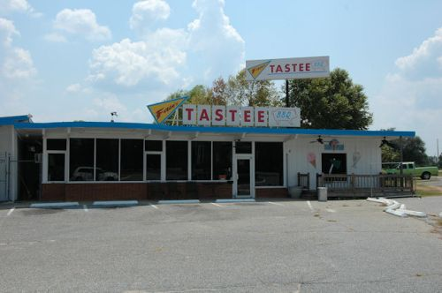 tastee-barbeque-donalsonville-ga-photograph-copyright-brian-brown-vanishing-south-georgia-usa-2011