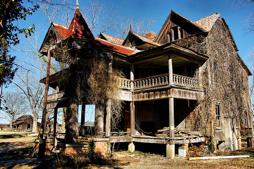 harville-house-abandoned-rural-southern-farmhouse-folk-victorian-architecture-dilapidated-ornamental-turret-cupola-pictures-image-photo-copyright-brian-brown-photographer-vanishing-south
