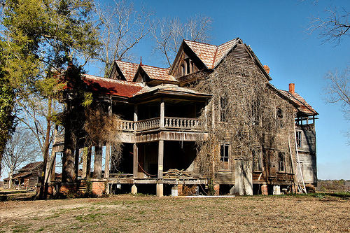 harville-house-abandoned-rural-southern-farmhouse-folk-victorian-architecture-dilapidated-two-story-front-porch-pictures-image-photo-copyright-brian-brown-photographer-vanishing-south-ge