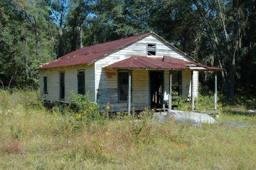 ellabell-ga-abandoned-farmhouse-photograph-copyright-brian-brown-vanishing-south-georgia-usa-2011