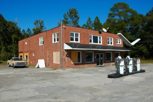 ellabell-jack-shumans-store-gas-station-photograph-copyright-brian-brown-vanishing-south-georgia-usa-2011