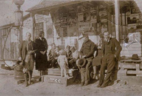 group-gathered-at-the-kicklighter-store-hencart-road-tattnall-county-ga-photograph-copyright-bobby-c-kicklighter-vanishing-south-georgia-usa-2014