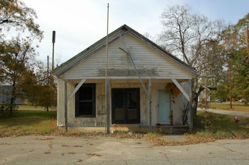 elko-ga-general-store-post-office-photograph-copyright-brian-brown-vanishing-south-georgia-usa-2011