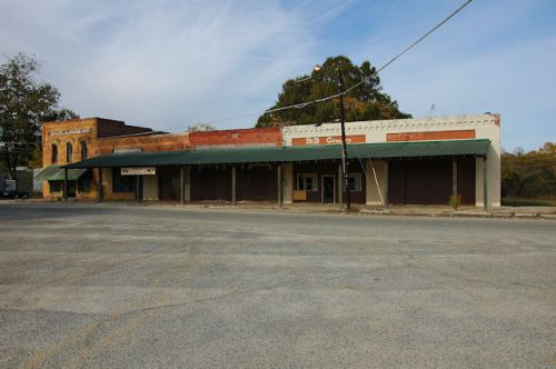 pinehurst-ga-abandoned-storefronts-photogaph-copyright-brian-brown-vanishing-south-georgia-usa-2011