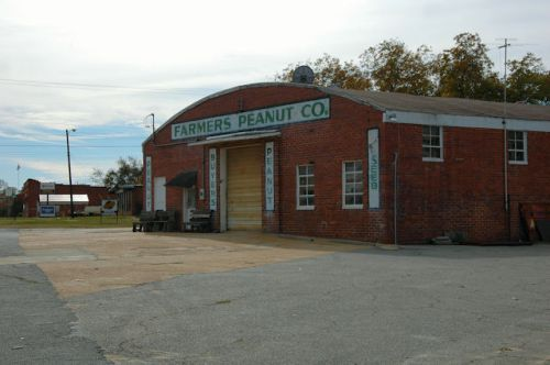 unadilla-ga-farmers-peanut-company-photograph-copyright-brian-brown-vanishing-south-georgia-usa-2011