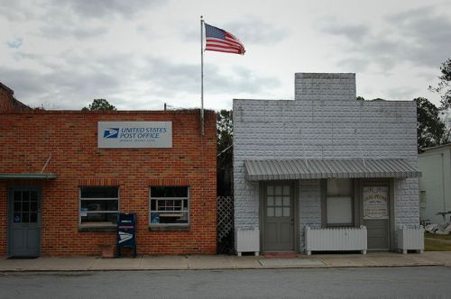 warwick-ga-commercial-storefronts-photograph-copyright-brian-brown-vanishing-south-georgia-usa-2011