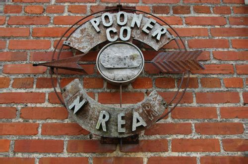 warwick-ga-spooner-company-sign-photograph-copyright-brian-brown-vanishing-south-georgia-usa-2011