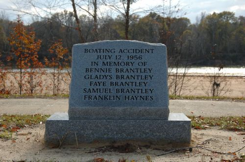 grays-landing-altamaha-river-brantley-haynes-memorial-boating-accident-photograph-copyright-brian-brown-vanishing-south-georgia-usa-2011