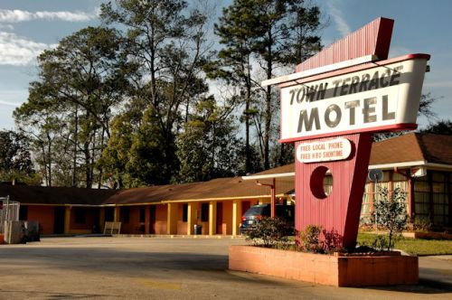 moultrie-ga-town-terrace-motel-photograph-copyright-brian-brown-vanishing-south-georgia-usa-2012