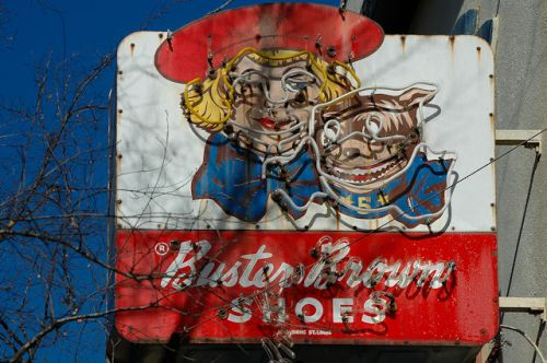 thomasville-ga-buster-brown-shoes-sign-photograph-copyright-brian-brown-vanishing-south-georgia-usa-2012