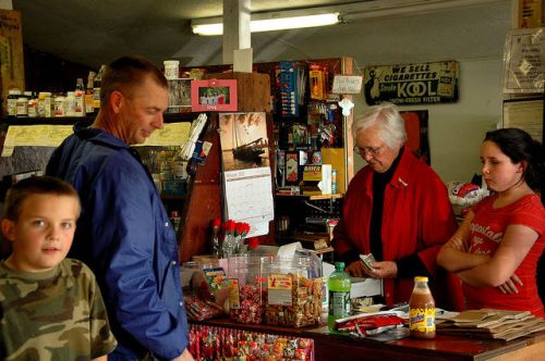 wilsonville-ga-adams-sons-country-store-thora-with-customers-photograph-copyright-brian-brown-vanishing-south-georgia-usa-2012