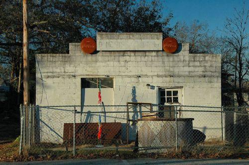 fitzgerald-ga-duncans-produce-photograph-copyright-brian-brown-vanishing-south-georgia-usa-2012