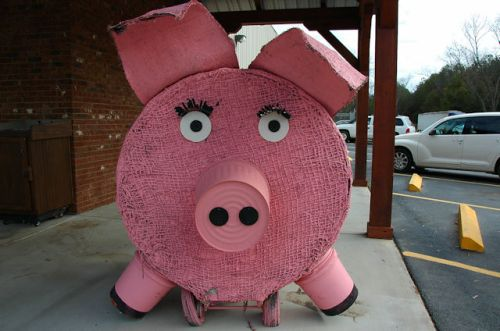 warwick-ga-striplings-sausage-hay-bale-art-pig-photograph-copyright-brian-brown-vanishing-south-georgia-usa-2012