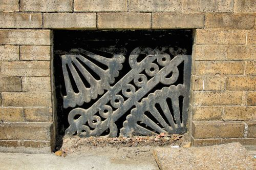 fitzgerald-first-national-bank-building-cast-iron-ornamental-vent-photograph-copyright-brian-brown-vanishing-south-georgia-usa-2012