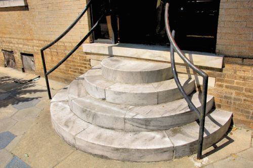 fitzgerald-ga-first-national-bank-marble-steps-photograph-copyright-brian-brown-vanishing-south-georgia-usa-2012