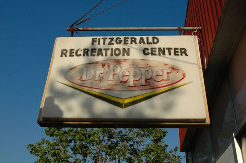fitzgerald-recreation-center-dr-pepper-sign-photograph-copyright-brian-brown-vanishing-south-georgia-usa-2012