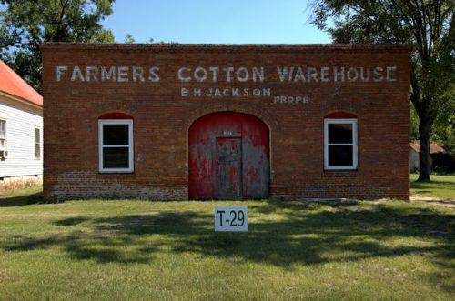 toomsboro-ga-farmers-cotton-warehouse-photograph-copyright-brian-brown-vanishing-south-georgia-usa-2012