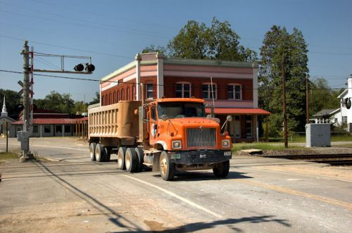 toomsboro-ga-kaolin-truck-photograph-copyright-brian-brown-vanishing-south-georgia-usa-2012
