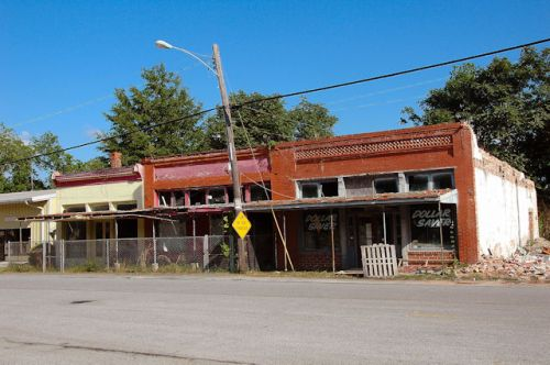 kite-ga-grocery-store-pharmacy-ruins-photograph-copyright-brian-brown-vanishing-south-georgia-usa-2012