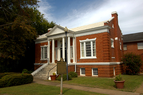 dawson-ga-carnegie-library-photograph-copyright-brian-brown-vanishing-south-georgia-usa-2012