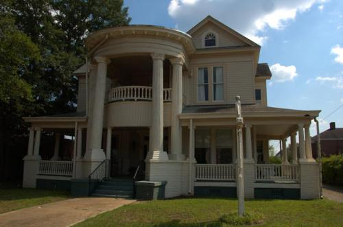 fort-valley-ga-neoclassical-revival-house-photograph-copyright-brian-brown-vanishing-south-georgia-usa-2012
