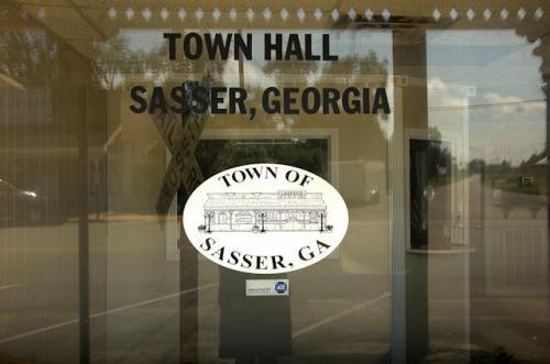 sasser-ga-town-hall-photograph-copyright-brian-brown-vanishing-south-georgia-usa-2012