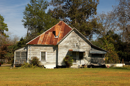 hazlehurst-ga-pyramidal-roof-house-photograph-copyright-brian-brown-vanishing-south-georgia-usa-2012