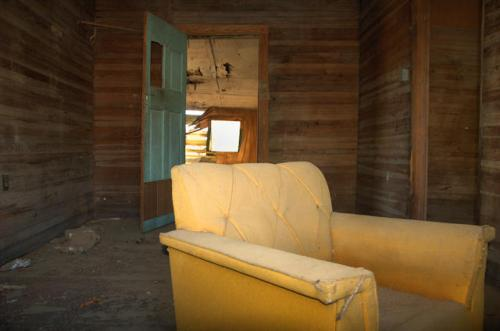 wayne-county-ga-perkins-farmhouse-unpainted-walls-photograph-copyright-brian-brown-vanishing-south-georgia-usa-2012