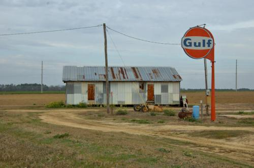 colquitt-county-ga-gulf-oil-sign-farm-photograph-copyright-brian-brown-vanishing-south-georgia-usa-2013