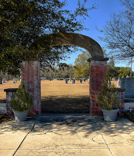 historic-mcmillan-burial-ground-vidalia-ga-arch-photograph-copyright-brian-brown-vanishing-south-georgia-usa-2013