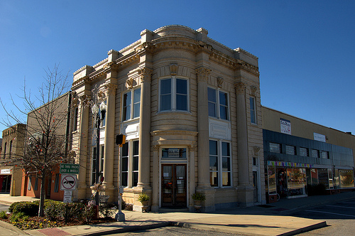 Vidalia GA Toombs County Downtown Area Neoclassical Bank Corinthian Columns Curved Facade Picture Image Photo © Brian Brown Vanishing South Georgia USA 2013