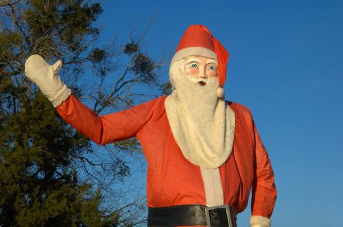 waving-santa-claus-cedar-crossing-ga-photograph-copyright-brian-brown-vanishing-south-georgia-usa-2013