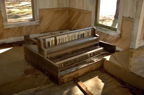 historic-cedar-grove-methodist-church-piano-tattnall-county-ga-photograph-copyright-brian-brown-vanishing-south-georgia-usa-2013