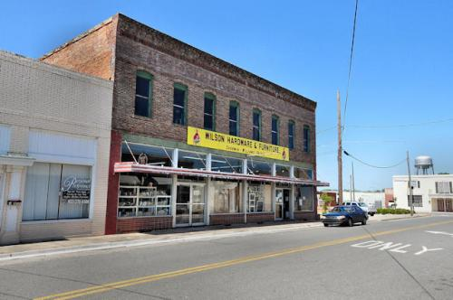 hazlehurst-ga-wilsons-hardware-store-photograph-copyright-brian-brown-vanishing-south-georgia-usa-2013