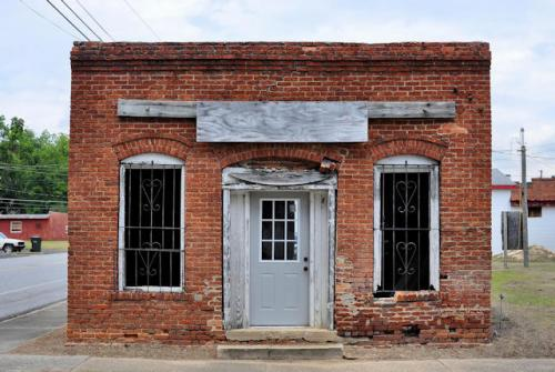 mount-vernon-ga-abandoned-storefront-photograph-copyright-brian-brown-vanishing-south-georgia-usa-2013