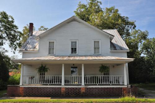 glennville-ga-j-b-caswell-house-photograph-copyright-brian-brown-vanishing-south-georgia-usa-2013