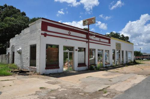 jeffersonville-ga-storefronts-photograph-copyright-brian-brown-vanishing-south-georgia-usa-2013