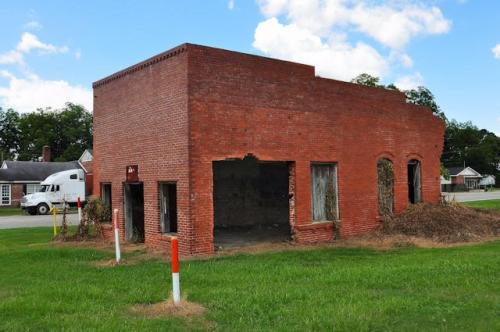 montrose-ga-bank-building-photograph-copyright-brian-brown-vanishing-south-georgia-usa-2013