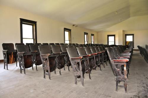 lilly-school-house-second-floor-auditorium-photograph-copyright-brian-brown-vanishing-south-georgia-usa-2013