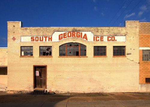 south-georgia-ice-company-tifton-ga-landmark-soon-to-be-razed-branchs-market-photograph-copyright-brian-brown-vanishing-south-georgia-usa-2013