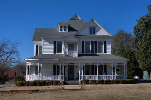 Davisboro GA Washington County Folk Victorian Architecure White Clapboard House Photograph Copyright Brian Brown Vanishing South Georgia USA 2014