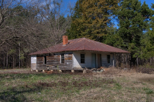 Pyramidal Roof Farmhouse Bleckley County GA Photograph Copyright Brian Brown Vanishing South Georgia USA 2014