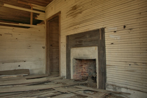Tenant Farmhouse Interior Jordan GA Wheeler County Photograph Copyright Brian Brown Vanishing South Georgia USA 2014