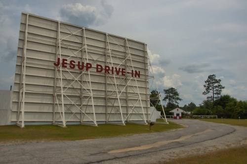 jesup drive in theatre theater movie wayne county ga photograph copyright brian brown vanishing south georgia usa 2014