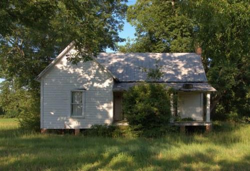 Owensboro GA Wilcox County White Clapboard Farmhouse Photograph Copyright Brian Brown Vanishing Souh Georgia USA 2014