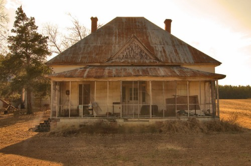Jefferson County GA Abandoned Farmhouse Pyramidal Tin Roof Photogrpah Copyright Brian Brown Vanishing South Georgia USA 2014