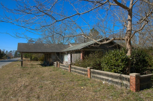 Wahoma GA Ware County Roadside Store Residence Photograph Copyright Brian Brown Vanishing South Georgia USA 2015