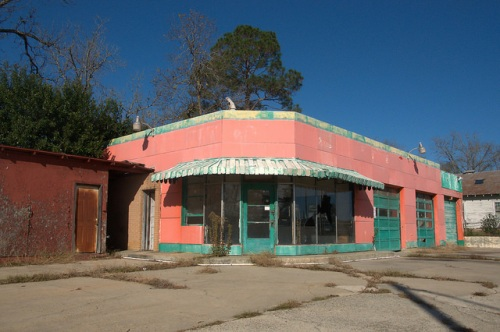 Looney Smiths Service Station Fitzgerald GA Photograph Copyright Brian Brown Vanishingg South Georgia USA 2015