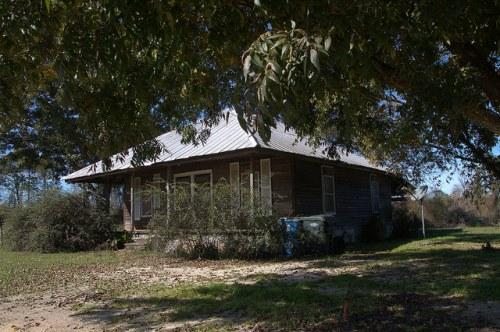 Tattnall County GA Pyramidal Roof Farmhouse Photograph Copyrigt Brian Brown Vanishing South Georgia USA 2015